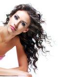 härlig brunettframsidakvinna Royaltyfri Foto