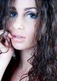 härlig brunettheadshot Royaltyfri Bild