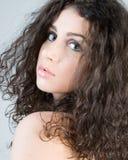 härlig brunettheadshot Royaltyfri Fotografi