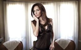 härlig brunettkvinna Arkivbilder