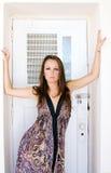 Härlig brunettmodell med fräknar. Royaltyfri Fotografi