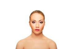 Härlig brunnsortkvinna Arkivbild