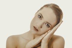 Härlig brunnsortkvinna Royaltyfria Foton