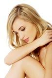 Härlig brunnsortkvinna med perfekt ny hud Royaltyfria Bilder