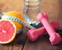 härlig bukbegreppsförlust över viktwhitekvinna Arkivfoto