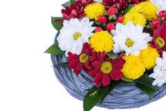 Härlig bukett av ljusa blommor som isoleras på vit Royaltyfri Foto
