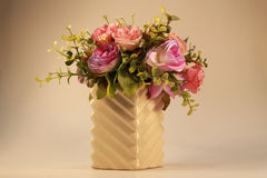 Härlig bukett i den vita vasen Royaltyfria Bilder