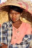 Härlig Burmese kvinna Arkivfoton