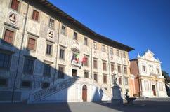 Härlig byggnad av universitetet på piazzadeien Cavalieri i Pisa, Tuscany Fotografering för Bildbyråer