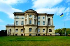 härlig byggnad Ukrainsk stad Baturin royaltyfri foto