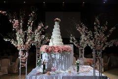 härlig cakebröllopwhite Fotografering för Bildbyråer
