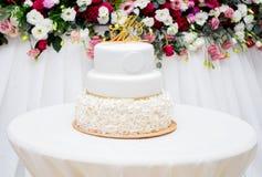 härlig cakebröllopwhite Royaltyfri Foto