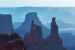Härlig Canyonlands sikt, från Mesa Arch Royaltyfri Foto