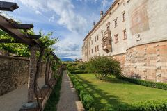 Härlig Castello del Buonconsiglio i Trento, Italien arkivfoto