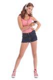 härlig caucasian tyckande om tonårs- flickamusik arkivfoton