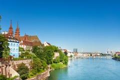 Härlig cityscape av den schweiziska Baseln på den soliga dagen Royaltyfria Foton