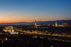 Härlig cityscapehorisont av Firenze Florence, Italien, med broarna över Riveret Arno Arkivbilder