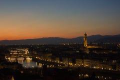 Härlig cityscapehorisont av Firenze Florence, Italien, med broarna över Riveret Arno Royaltyfria Bilder