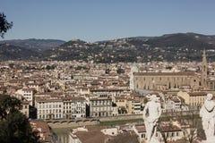 Härlig cityscapehorisont av Firenze Florence, Italien, med broarna över Riveret Arno Arkivfoto