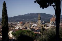 Härlig cityscapehorisont av Firenze Florence, Italien, med broarna över Riveret Arno Royaltyfri Fotografi