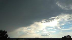 Härlig cloudscape med stora byggande moln stock video