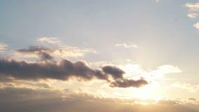 Härlig cloudscape med stora byggande moln arkivfilmer