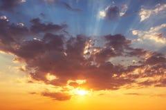 Härlig cloudscape, soluppgångskott Arkivbild