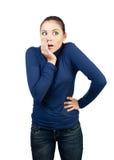 härlig coveringflicka henne förvånad mun Arkivfoton