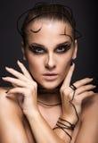 Härlig cyberflicka med linjär svart makeup arkivfoto