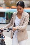 Härlig cykelflicka Royaltyfria Bilder