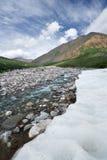 härlig dal för sky för flod för oklarhetsisberg Arkivfoto