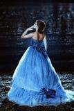 Härlig dam i blåttklänning royaltyfri fotografi