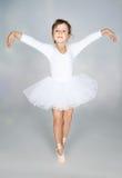 härlig dansareklänning för ballerina little som är vit Arkivbild