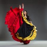 härlig dansarekvinnlig Arkivfoton