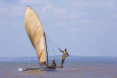 Härlig dhow av fiskare i kust- vatten Royaltyfria Bilder