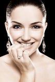 härlig diamantsmyckenkvinna royaltyfri foto