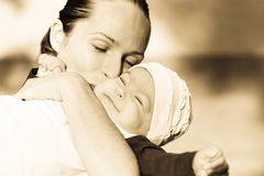 härlig dotter henne moder Royaltyfri Foto