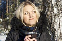 härlig dricka flickateavinter Royaltyfria Bilder