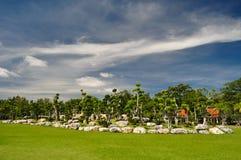 Härlig dvärgträdgård på Buddha Monthon Arkivfoto