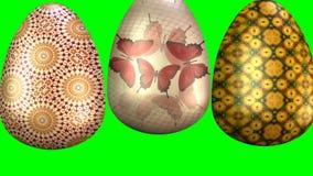 Härlig easter animering med tre mångfärgade ägg och den lyckliga östliga inskriften 3D framför animering på gräsplan