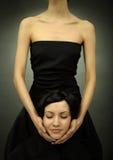 härlig elegant inbillad kvinna fotografering för bildbyråer