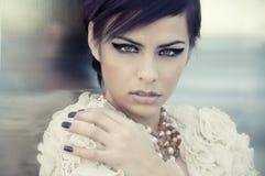 härlig elegant modemodell Royaltyfri Foto