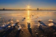 Härlig episk solnedgång i vinter Royaltyfria Foton