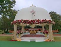 Härlig etapp i den Tyler Rose trädgården Texas USA royaltyfri fotografi