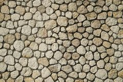 Härlig exakt texturerad tegelstenvägg på ljus solig dag royaltyfria bilder