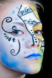 härlig färgrik framsidaflickamålarfärg Royaltyfri Bild