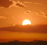 härlig färgrik skysolnedgång Fotografering för Bildbyråer