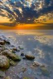 härlig färgrik solnedgång Arkivbilder