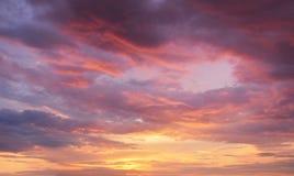 härlig färgrik solnedgång Arkivfoto