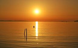 Härlig färgrik sommarsolnedgångplats Arkivfoton